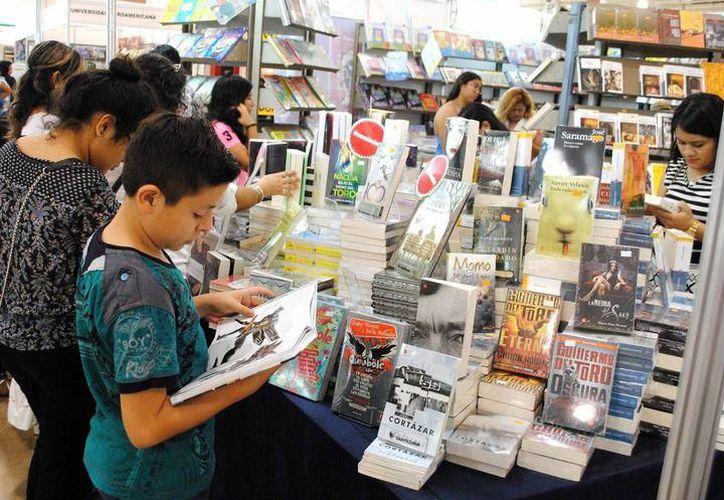 La gran exposición y venta de libros estará abierta hasta el 5 de noviembre. (Foto: Contexto/SIPSE)