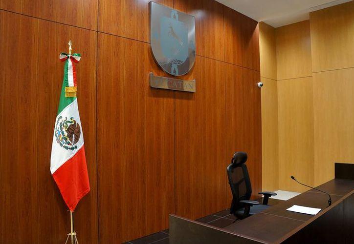 Imagen de ilustrativa de una sala de audiencia. Este viernes, una juez de control imputó a 3 policías de Yucatán el delito de robo en pandilla. Los fiscales fallaron: no acreditaron que eran agentes de la SSP. (Poder Judicial)