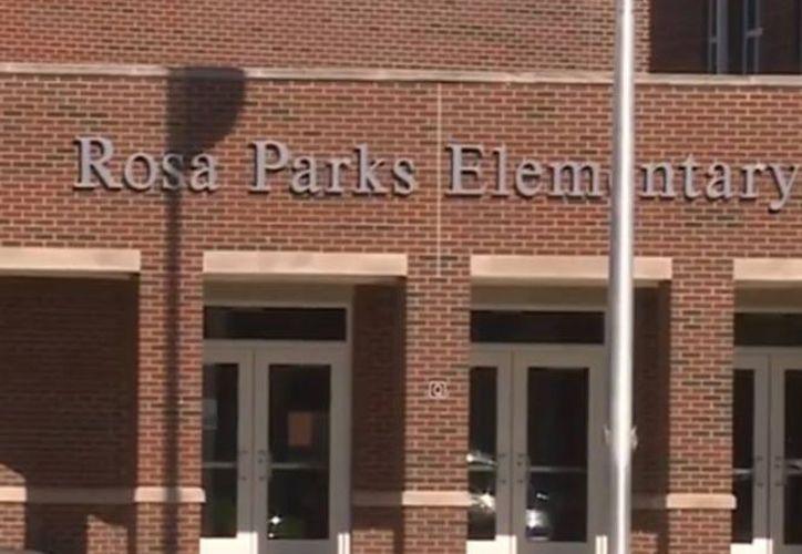 La escuela primaria Rosa Parks realizó una asamblea sobre seguridad con las armas el martes. (Excelsior)