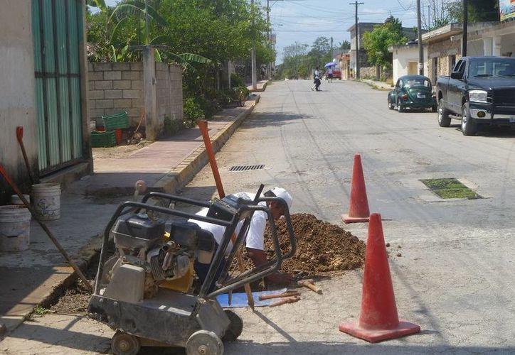 La fuga de inmediato se reparó por personal de CAPA. (Raúl Balam/SIPSE)