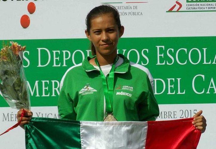 La tizimileña Esmeralda Sánchez fue una de las figuras de la jornada en los Juegos Deportivos Escolares Centroamericanos y del Caribe que se celebran en Yucatán  al sumar dos oros más en tiro con arco. (SIPSE)