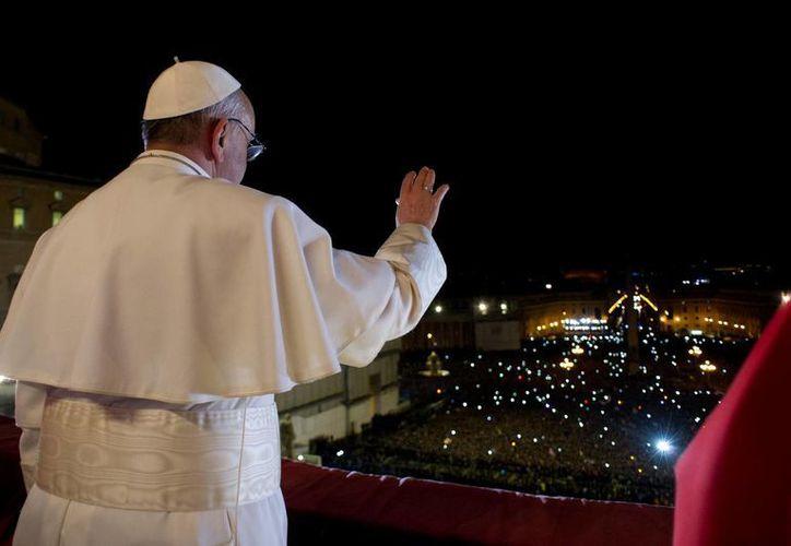 El novio de la twittera soñó con el nombre del papa hace un mes. (Foto: Agencias)