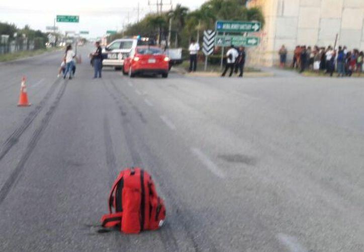 Policías municipales atendieron el reporte del mortal percance. (Sara Cauich/SIPSE)