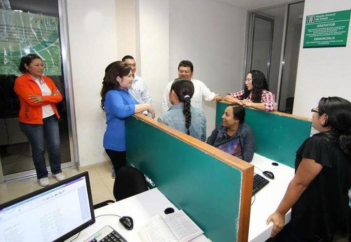 Antes de la entrada en vigor del nuevo sistema, la fiscal Celia Rivas recorrió las diversas agencias del Ministerio Público y comandancias que integran la FGE. (SIPSE/Archivo)