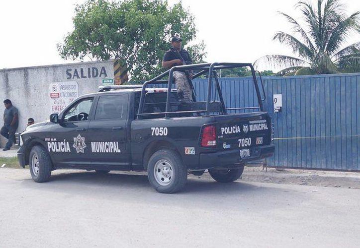 Los atracadores se llevaron un camión con 14 cilindros y una caja fuerte con 70 mil pesos. (Gerardo Keb/Milenio Novedades)