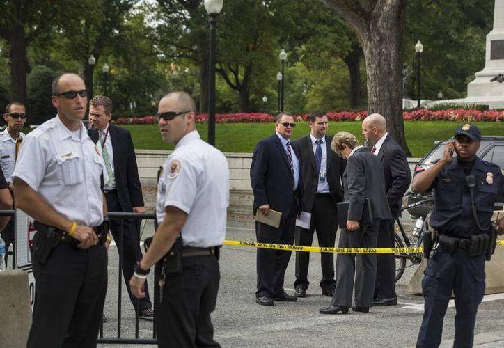 Agentes del Servicio Secreto estadunidense y otras autoridades permanecen alertas en la zona del tiroteo. (EFE/Archivo)
