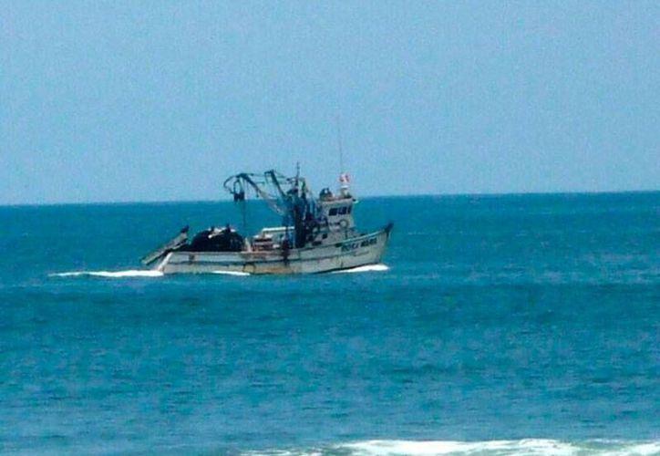Tras el choque de dos pesqueros en mar de Perú, La Marina envió a 3 patrulleras y un helicóptero con 12 buzos quienes hasta el momento han rescatado nueve cadáveres y a tres tripulantes heridos. (Imagen de contexto/rpp.com.pe)