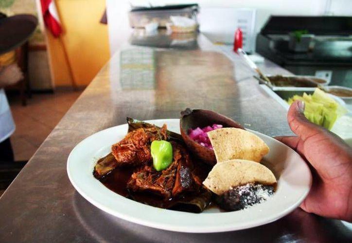 Aunque la cocina yucateca cuenta con reconocimiento internacional, pierde terreno ante otro tipo de gastronomía. (SIPSE/Archivo)