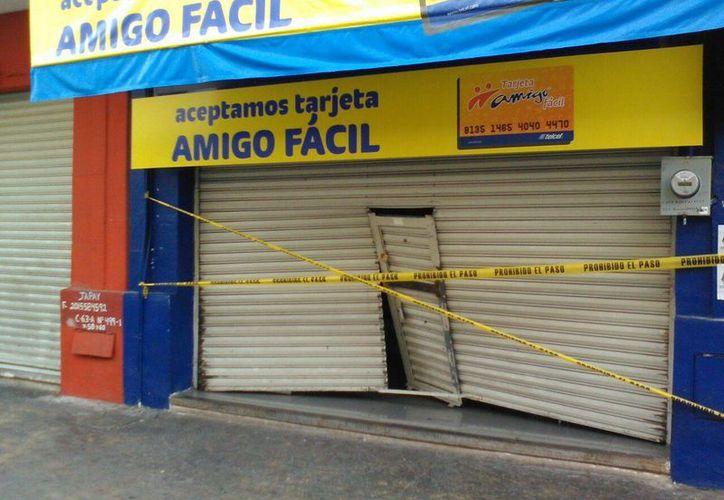 En las primeras horas de este lunes, la Policía Municipal de Mérida recibió un reporte de robo en un negocio de celulares, en el Centro de Mérida. (José Salazar/SIPSE)