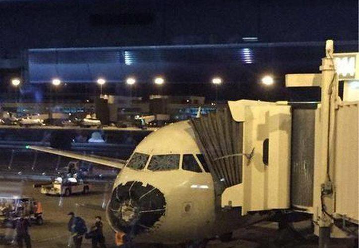 Una granizada golpeó al avión, el cual resultó dañado en el cono de la nariz y el parabrisas. (Tomada de Twitter @AviacionGYE)