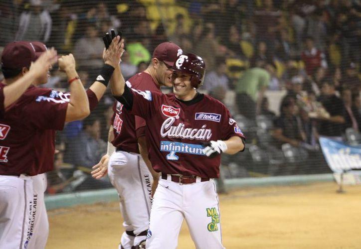 Los Tomateros de Culiacán dieron la voltereta a la pizarra para llevarse la victoria ante Cuba. La imagen es de archivo, solo para fines ilustrativos.  (www.sinaloadeportes.com.mx)