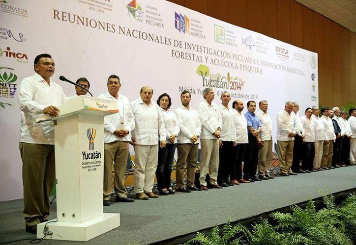 El Gobernador (i) inauguró las Reuniones Nacionales de Investigación e Innovación Pecuaria, Agrícola, Forestal y Acuícola-Pesquera 2014. (Cortesía)
