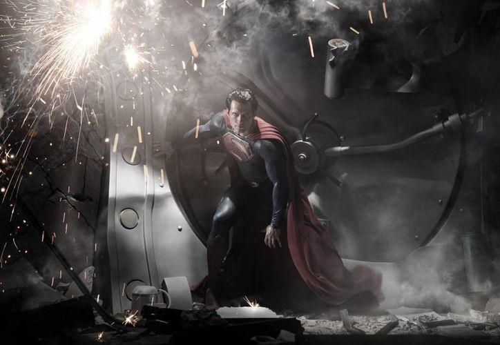 Imagen promocional de 'El hombre de acero'. (Agencias)