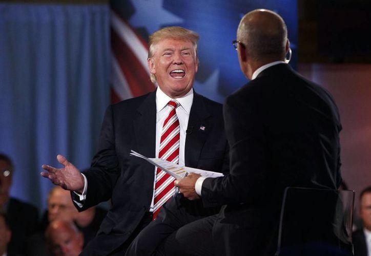 Donald Trump, el candidato presidencial republicano en EU, durante el espacio televisivo Foro del Comandante en Jefe de la NBC. (AP/Evan Vucci)