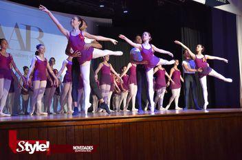 Emocionante examen de Ballet para alumnas cancunenses y playenses