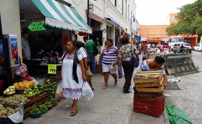 El orden en calles y comercios del Centro es vital tanto para evitar delitos como para impulsar las ventas. (SIPSE/Archivo)