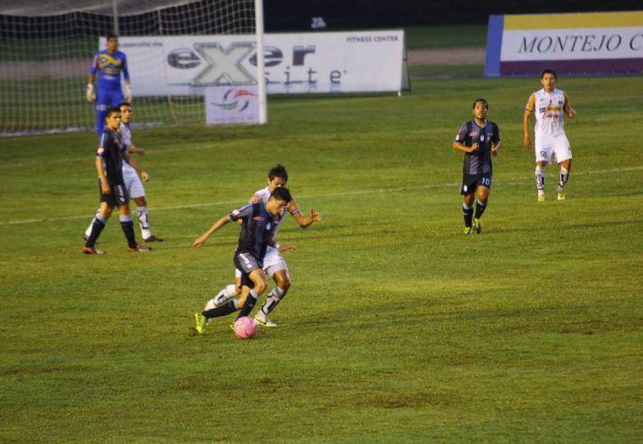 El yucateco Eduardo Fernández colaboró con su segundo gol del torneo. (SIPSE)