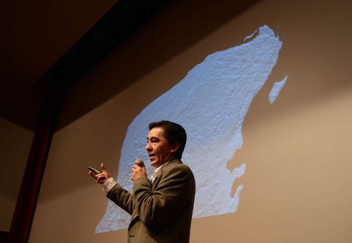 Jaime Urrutia, investigador del Instituto de Geofísica de la UNAM ofreció la conferencia Chicxulub y el emerger de la plataforma continental. (Cortesía)