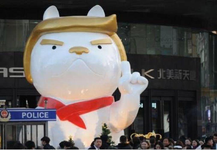 """La figura que representa Trump es el """"perro del fuego"""". (Foto: Televisa)"""