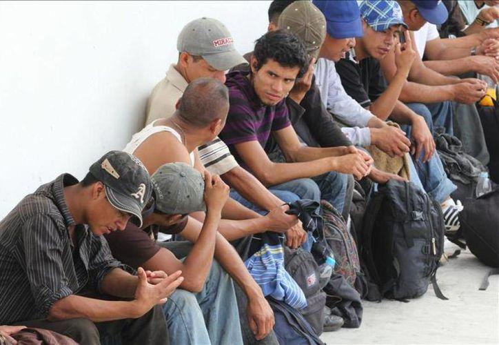 En la imagen, inmigrantes detenidos por personal de la Delegación Regional del INM en Chiapas. (Foto de contexto Archivo/Agencias)