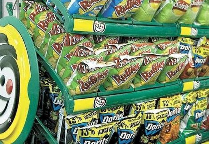 Cofepris recordó que entre los productos cuya publicidad está restingida se encuentran las botanas. (Archivo/SIPSE)