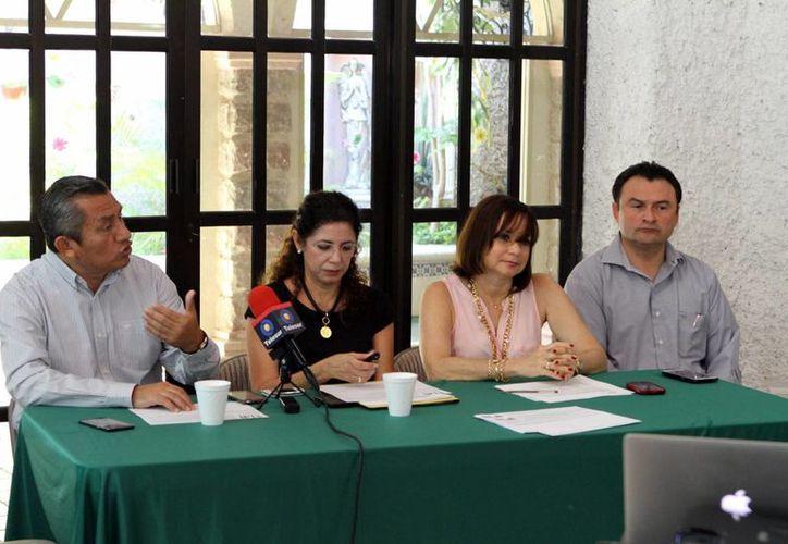 Integrantes de la Red Pro Yucatán anunciaron su propuesta de 'proteger y promover explícitamente el matrimonio y la familia natural dentro de la Constitución'. (César Gonzalez/SIPSE)