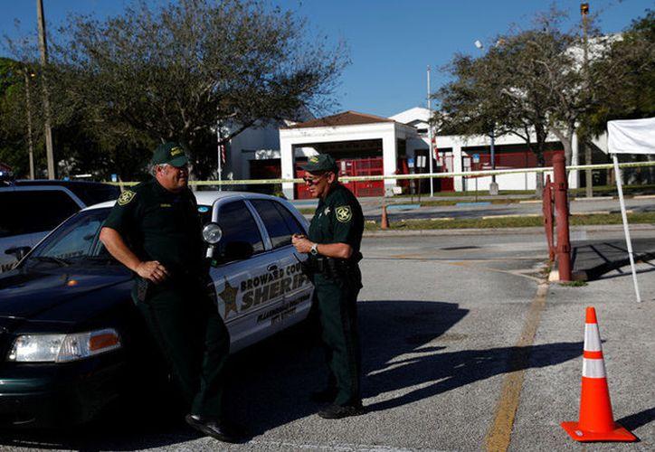 Las autoridades recibieron una llamada sobre la presencia de un hombre armado en el campus de la escuela. (Contexto/Internet).