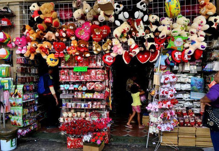 Esperan comercios de Mérida un 5% de ganancias mayor a la del año pasado en torno al Día del Amor y la Amistad. (Daniel Sandoval/SIPSE)