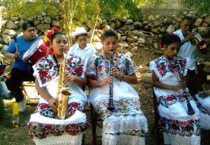Desde hoy yucatecos comparten la cultura maya en Tabasco. (Milenio Novedades)