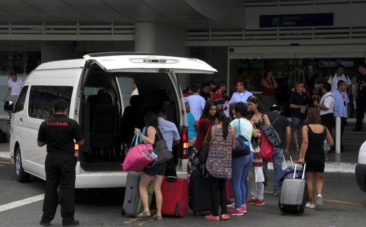 Los turistas vendrían en vuelos directos de Santa Cruz a Cancún. (Tomás Álvarez/SIPSE)