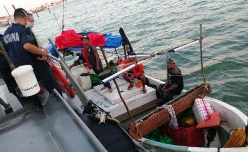 Los pescadores se encontraban a la deriva a bordo de una embarcación menor sin propulsión. (Novedades Yucatán)