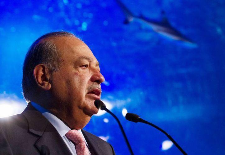 Carlos Slim es el segundo hombre más rico del mundo, con una fortuna de alrededor de 71 mil 100 millones de dólares, de acuerdo con Forbes. El magnate mexicano cortó negocios con Donald Trump. (Archivo/Notimex)
