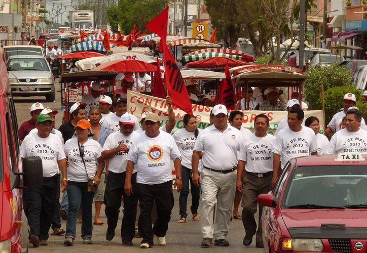 La marcha boicot logró superar la afluencia de participantes del desfile del Ayuntamiento. (Carlos Yabur/SIPSE)