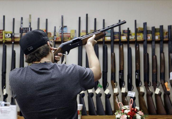 En tanto, Estados Unidos continúa en la polémica por el uso de armas de fuego. (Agencias)
