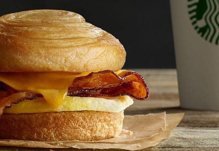 Hasta el viernes pasado no se había reportado ninguna enfermedad relacionada con estos sándwiches. (starbucks.com)
