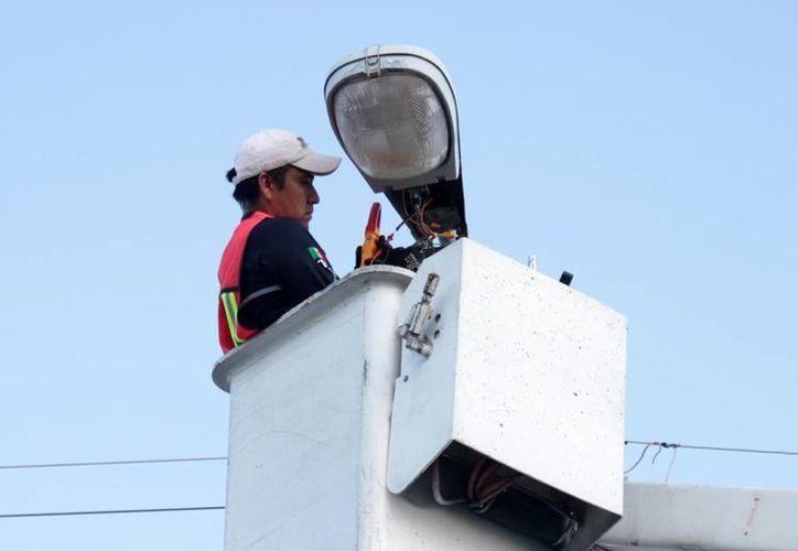 Mil 642 luminarias serán rehabilitadas por una compañía contrata por Sintra. (Cortesía/SIPSE)