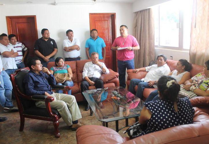 Los integrantes del Comité de Protección Civil se reunieron con el presidente municipal. (Gloria Poot/SIPSE)