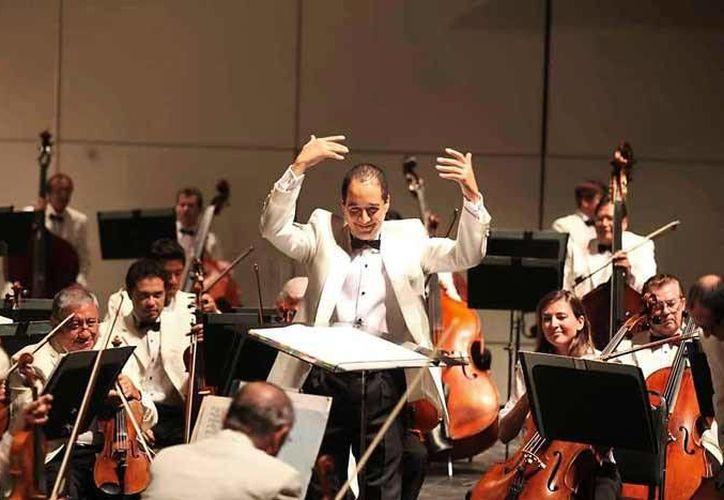 Guillermo Villarreal, el director invitado, ha sido finalista en tres competencias nacionales de dirección de orquesta. (Redacción/SIPSE)