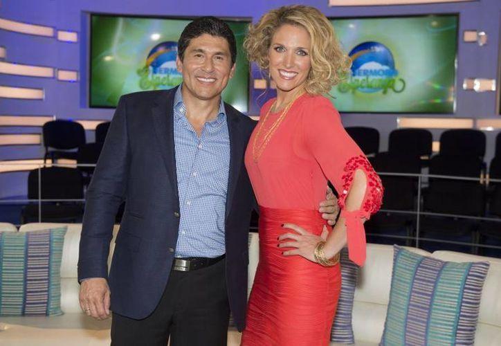 'Hermosa esperanza', es conducido por Liza Echeverría y el doctor César Lozano. (notinovelas.com)