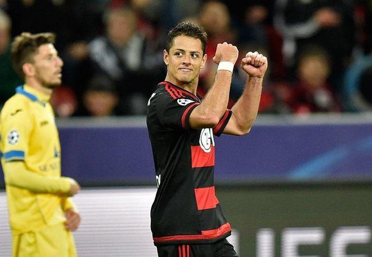 Javier 'Chicharito' Hernández festeja su primer gol en Champions League con la casaca del Bayer Leverkusen. (AP)