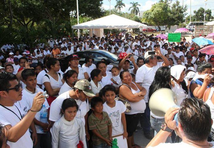 La marcha concluyó en la explanada del Palacio Municipal. (Tomás Álvarez/SIPSE)