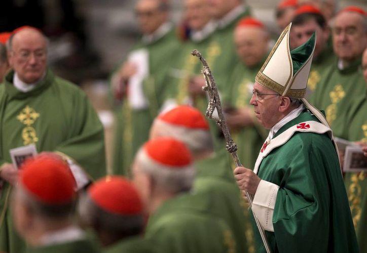 Francisco pidió a los 19 nuevos cardenales observar comportamientos de santidas. (Agencias)