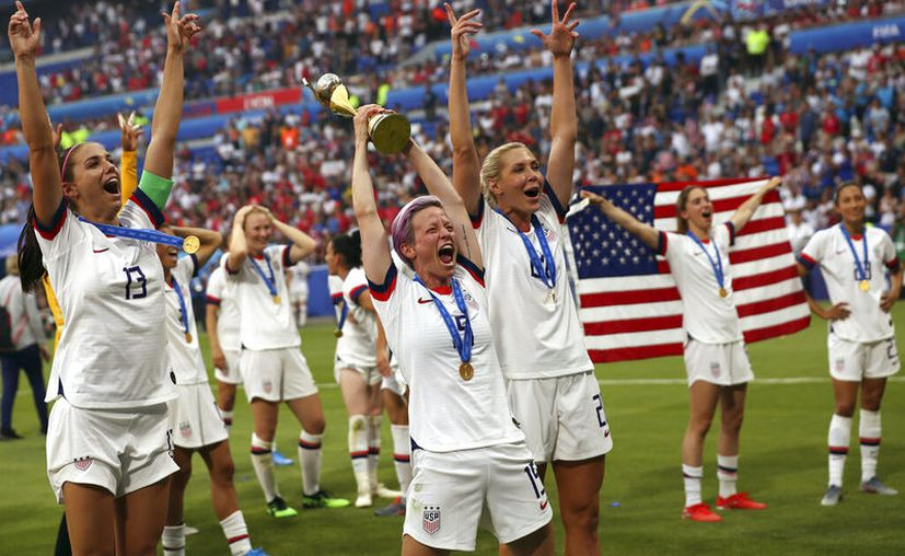 """El """"veto"""" a los recursos se daría hasta que se proporcione paga equitativa para los equipos nacionales femenino y masculino. (AP Foto/Francisco Seco)"""