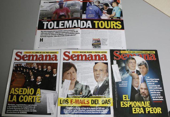 Ediciones de la revista Semana con primicias del periodista Ricardo Calderón. (Agencias)