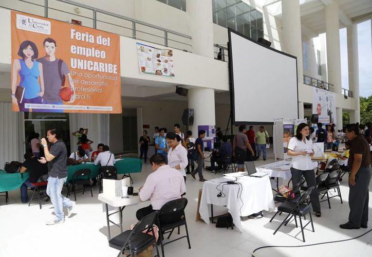 También se ofrecieron espacios para los alumnos que buscan realizar sus prácticas profesionales. (Israel Leal/SIPSE)