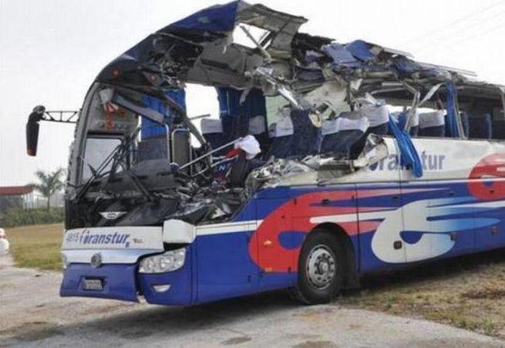 El autobús trasladaba a un grupo de turistas desde la ciudad de Santiago de Cuba hacia la villa de Trinidad. (granma.cu)