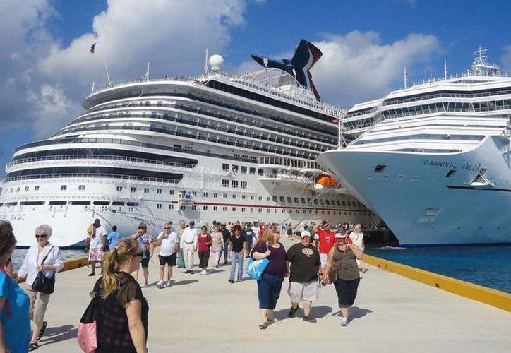Esta semana arribarán alrededor de ocho hoteles flotantes en la Terminal Punta Langosta de Cozumel. (Redacción/SIPSE)