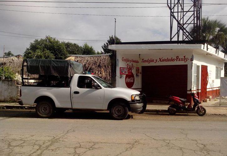 El tendejón y Novedades Pauly fue atracado por ladrones, se llevaron cuatro mil pesos y una computadora, en Ticul. (Milenio Novedades)