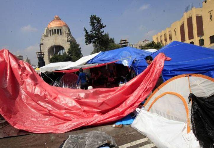 La CNTE se mantiene en el Monumento a la Revolución desde septiembre, cuando fue desocupada del Zócalo por el Primer Informe de Peña Nieto. (Notimex/Foto de archivo)