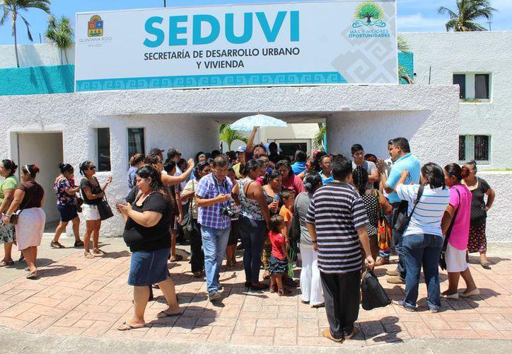 Los vecinos dijeron que la pasada administración les prometieron la regularización de sus viviendas. (Joel Zamora/SIPSE)